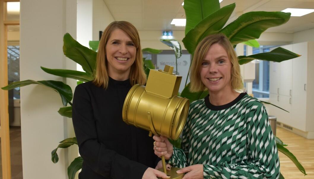 """Merte Øino og Hilde Brønlund med """"Det Gylne Spjeld"""""""