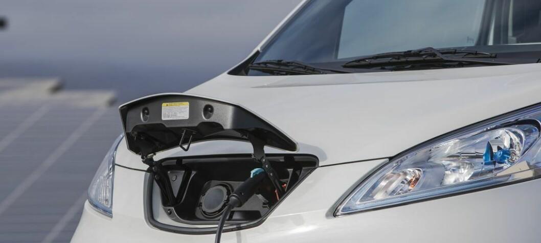 Seks av ti rørbedrifter vurderer elbil