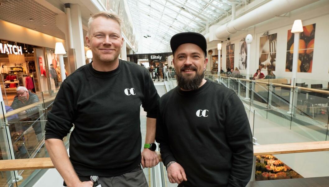 I episode to av kjøpesenterets egen realityserie «Livet på CC» kan seerne følge dagen til Roy Magne Eng og Lars Aron Hjelleset.