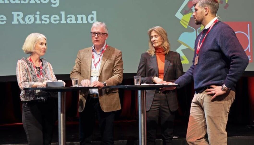 KONFLIKTDEMPERE: De forteller om hvordan de kan løse konflikter i bransjen – Marianne Røiseland (fra venstre), Tore Strandskog, Kari Sandberg og møteleder Leo Ajkic. Kanskje kommer det egne prosjektmeglere som kan løse konflikter før de går til retten.