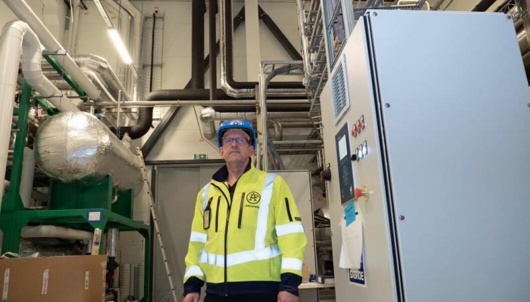 Tine-meieriet som bygges på Flesland, får all varme og kulde levert av kjølemaskiner og varmepumper i samspill, viser byggeleder Bernt Skaalvik i ÅF Advansia.