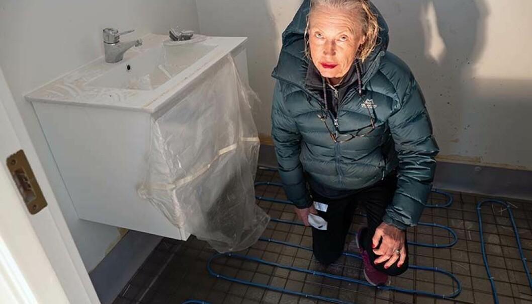 MÅNEDER: Slik ser det ut på badet to måneder etter at det skulle vært ferdig, sier Reidun Knutsen Gjersø.