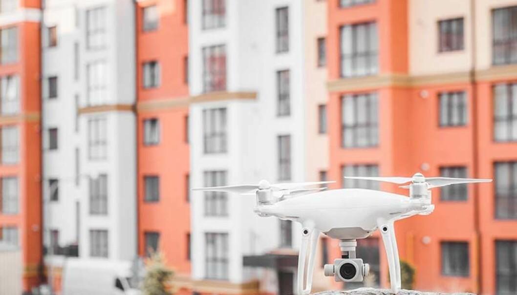 INSPISERER: Dronene er billigere og sikrere enn helikopter, klatrere, kran eller stillas. ILLUSTRASJONSFOTO: SHUTTERSTOCK
