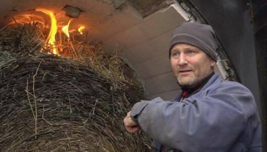 HALVERT: Lars-Otto Grundt har halvert utgiftene til oppvarming etter at han gikk over til fossilfritt og vannbårent.