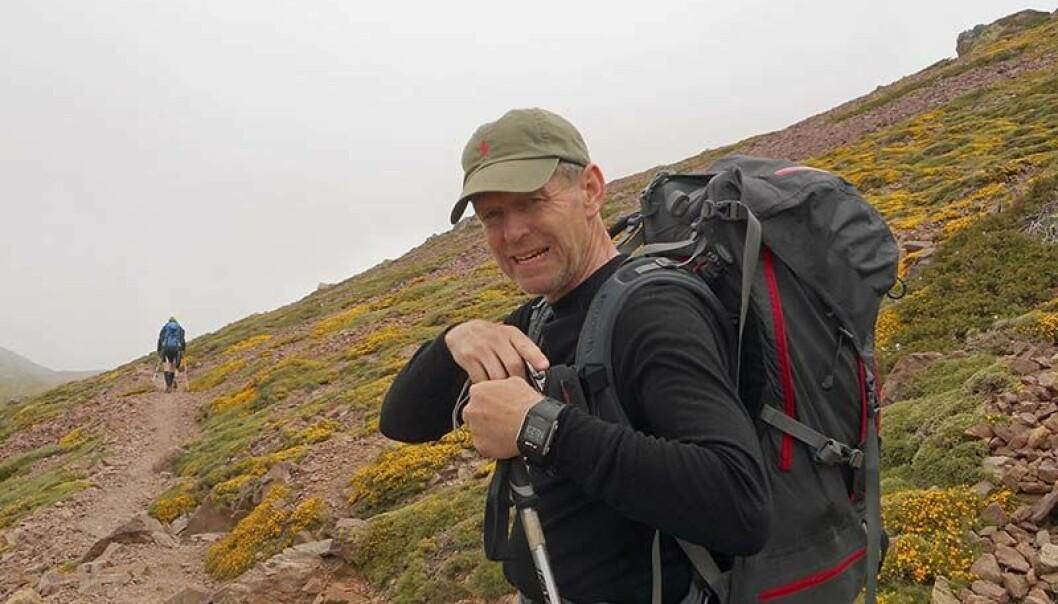TØFFE TURER: Vannskadekontorsjef Lars-Erik Fiskum trives på aktive fjellturer, og i sommer blir det orienteringsløp på Gotland. Foto: Privat.