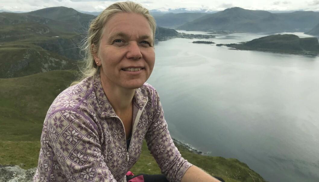 ØST FOR STAD: Kari Thunshelle går gjerne på toppturer i vest i sommer – her ved Stad.  FOTO: PRIVAT