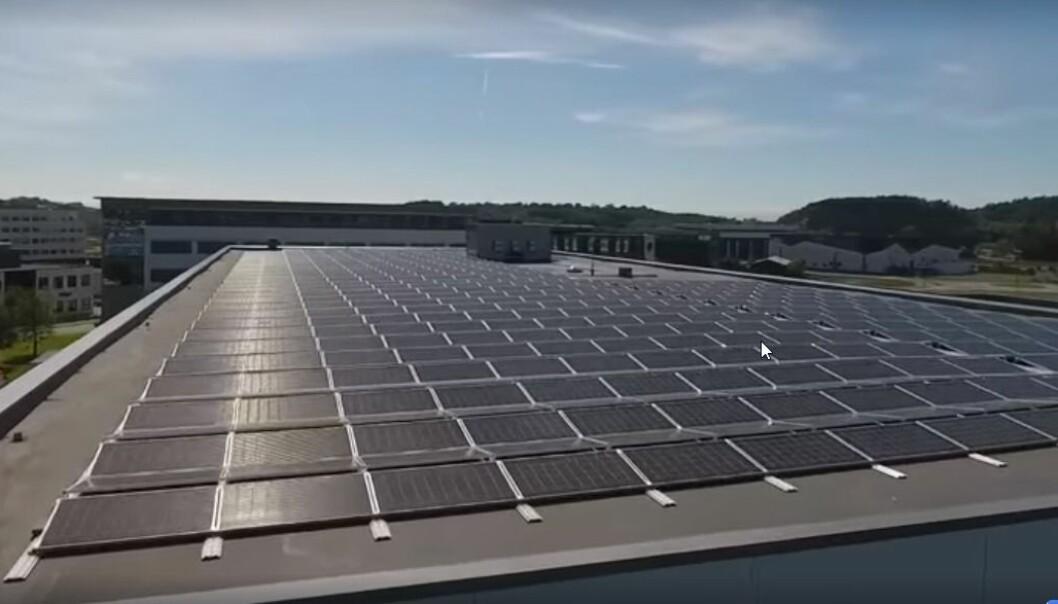 Det største solcelleanlegget på Forus er nå ferdig.