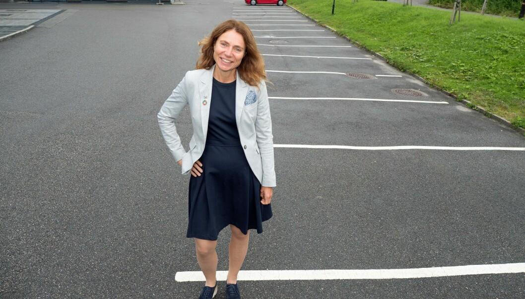 TOMT: Parkeringsplassene skal ikke fylles opp med firmaets og medarbeidernes egne biler. Kari Sveva Dowsett og Multiconsult bytter til bildeling.