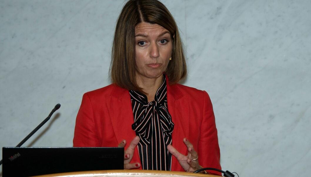 NEDGANG: Statssekretær Guro Angell Gimse forteller om tall som viser nedgang i arbeidslivskriminaliteten.