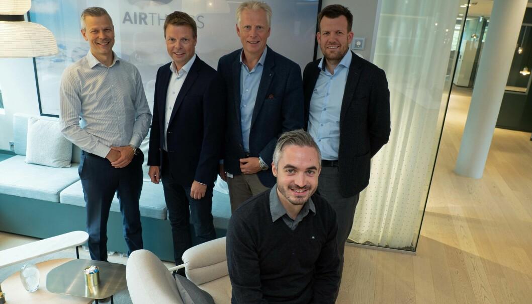 SENSORISTER: De samarbeider for å skaffe data i byggene som allerede står der slik at de kan driftes billigere og enklere – foran sitter Tommy Hagenes, bak fra venstre Pål Berntsen, Øyvind Birkenes, Arne Rud og Andreas Schaathun.