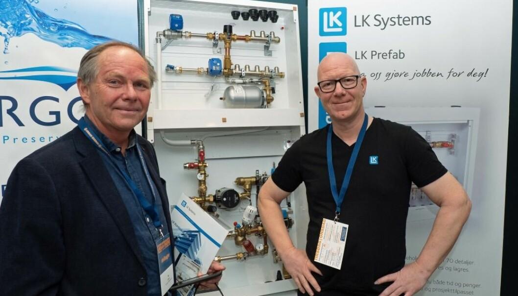 TRE RØR: De satser på enklere anlegg med tappevannet som energitilførsel til leilighetene, teknisk direktør Tor Olsen i AF Energi & Miljøteknikk (til venstre) og teknisk sjef Ole Andreas Valnes i LK Systems.