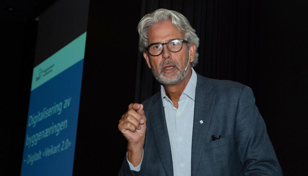 KARTTEGNER: Byggenæringen tegner digitalt veikart. Men når Jon Sandnes snakker digital fremtid, melder tilhørerne seg ut. – Vi har ikke truffet med å fortelle hva dette betyr for din bedrift, innrømmer han.