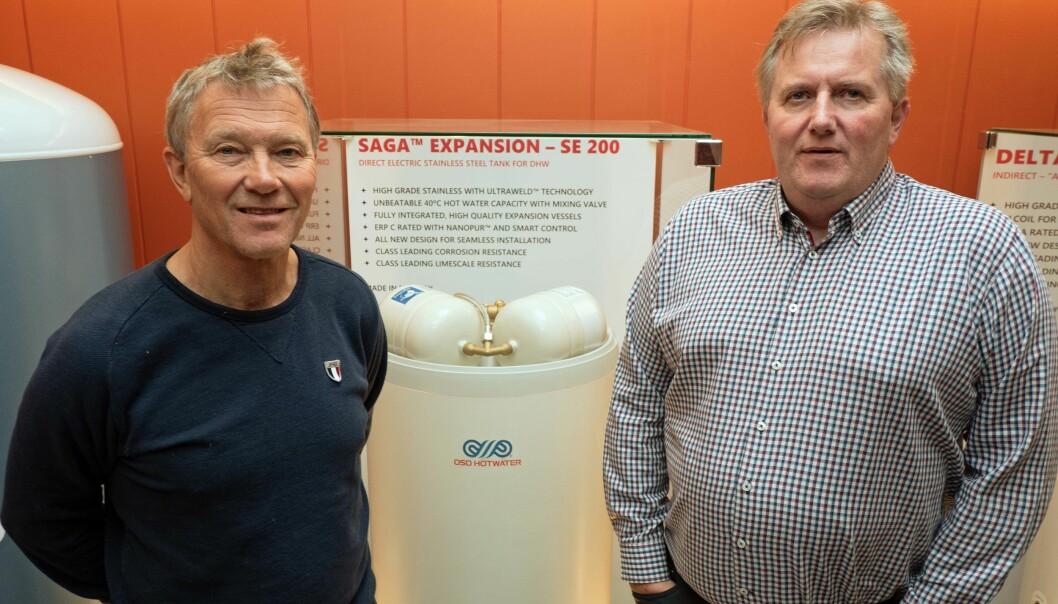 EKSPANSJON: Over 20 år etter at standarden om tett tilbakeslag kom, har mange rørleggere ennå ikke lært seg hvordan de skal håndtere et ekspansjonskar, sier Håkon Sværi (til venstre) og Terje Larsen.