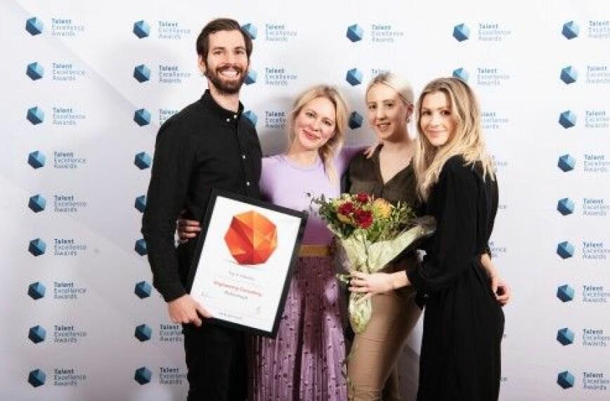 F.v. Eirik Bjørnstad, Elise Feiring Myrtrøen, Silje Kopland og Anne-Jori Løhre i Multiconsult tok imot prisen.