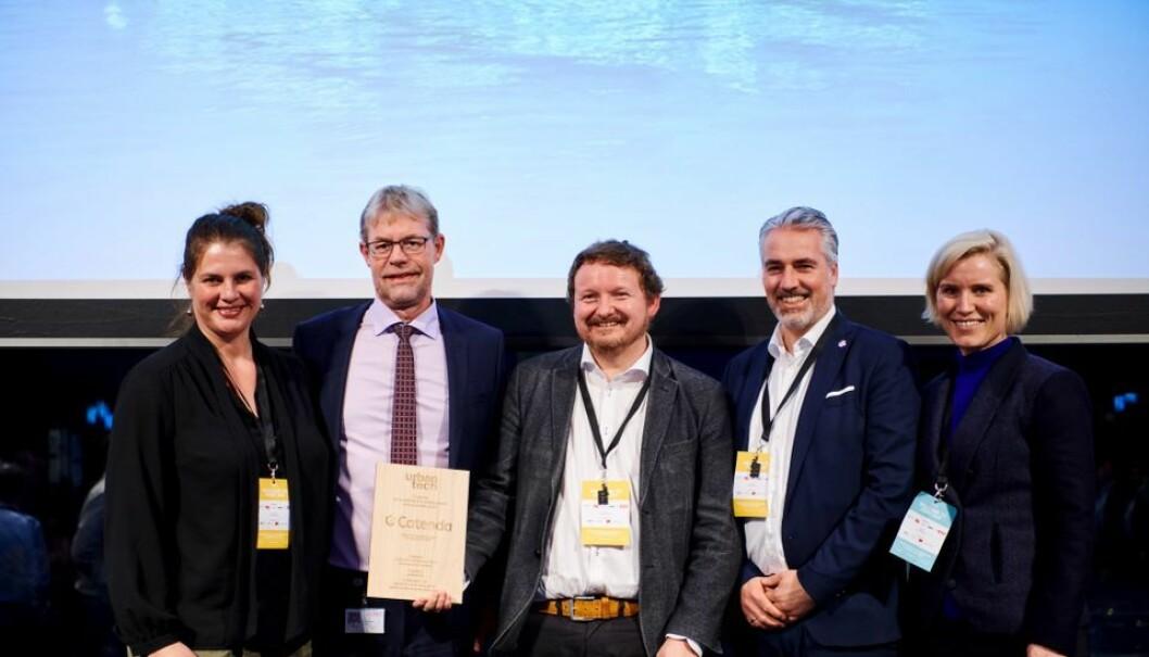 Fra venstre: Kirsti Svenning (Head of Communication Catenda), Lars-Peter Søbye (CEO COWI), Dag Fjeld Edvardsen (Co-founder Catenda), Håvard Bell (Co-founder Catenda), Birgit Farstad Larsen (SVP Bygninger COWI).