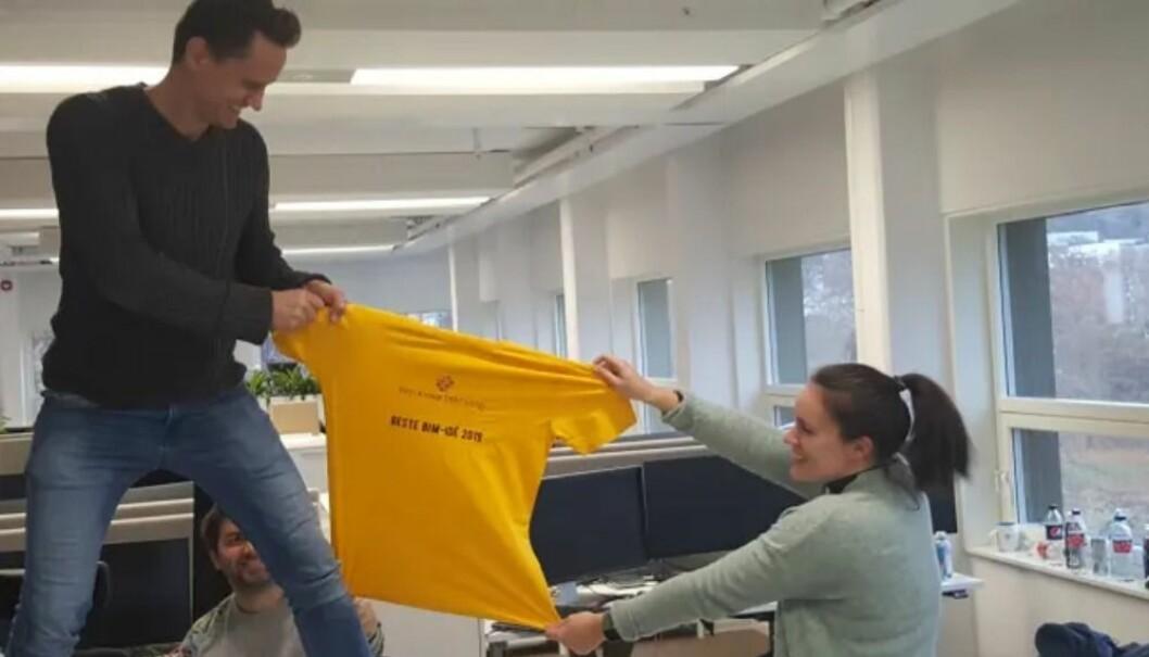 Det ble kamp om den gule trøya i utviklingsteamet hos NoIS, her presentert ved Jon Sommervold, Dagfinn Dale Kloven (bak) og Synne Ellefsen.