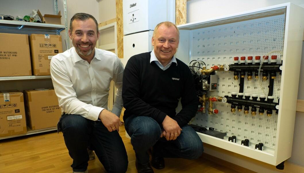 MERK: Husk å merke hva som går til hvilket rom, minner Terje Andersen (til venstre) og Petter Vang om.