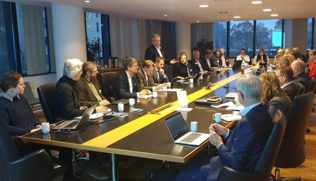 Rundt 30 toppledere i BAE-næringen var samlet tirsdag for å drøfte digitaliseringstiltak. Jon Karlsen ledet samlingen.