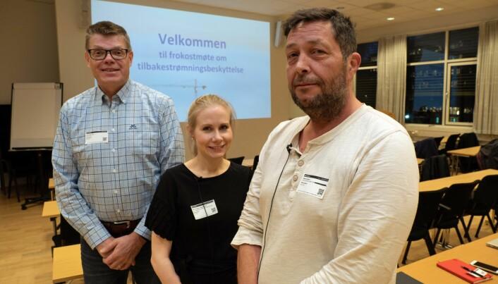 LÆREMESTERNE: De har mye å lære bort om tilbakestrømningsbeskyttelse, og ser at mange mangler kunnskap – Jan-Erling Thun (til venstre) hos Norconsult, Petra-Kristine Johannessen i vann- og avløpsetaten i Oslo og Stein Karlsen i vann og avløp i Bærum kommune.