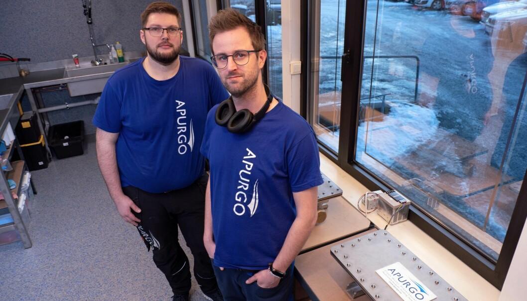 SERVICE: Kristian K. Pedersen (til venstre) og Stian P. Haugen får inn 130 anlegg til service neste år.