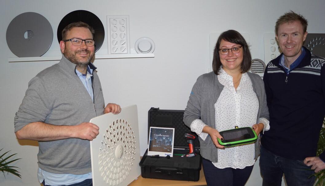 Bærekraftige smil er på plass hos gjengen fra Swegon og Klimax   som gleder seg til konferansen på Solstrand og vil vise produkter for et energieffektivt inneklima og god komfort.  Swegon: Ernst Børge Johansen og Mette Øijord, Klimax; Sveinung Byre
