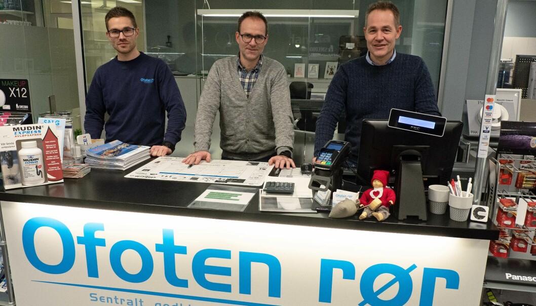 RØRLEGGERBRØDRE: Mesterne og eierne har fått med seg yngstebror på laget som rørlegger – fra venstre Torje, Rune og Tor-Arne Pedersen.