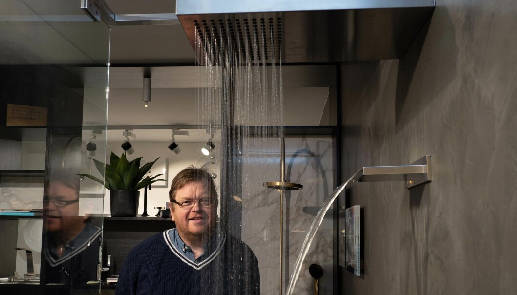 GOD FLYT: Oslo VVS Senter har god plass til å stille ut de mest forseggjorte dusjløsningene. Det hjelper på salget, konstaterer Lars-Henrik Andresen.