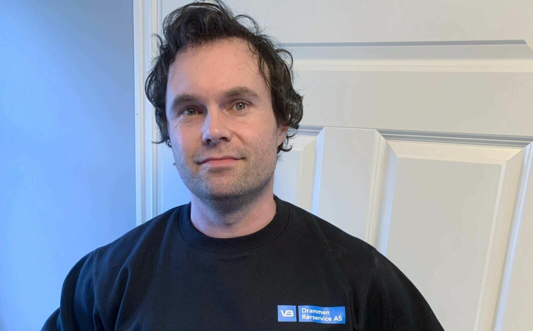 DESINFISERT: Robert Haugen og fire kolleger hos Drammen Rørservice reiser fra hus til hus og skifter vannmålere.