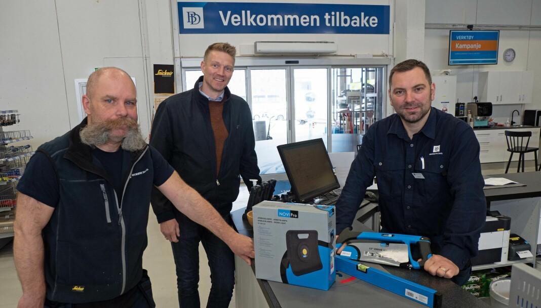 NYÅPNET: Morten Guldseth (fra venstre), Tor-Erik Sivertsen og servicesentersjef Stig Dahl er på plass i nye lokaler på Tunga i Trondheim.