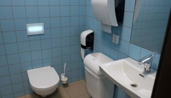 BERØRINGSFRITT: Både vasken og toalettet er utstyrt med berøringsfrie løsninger.