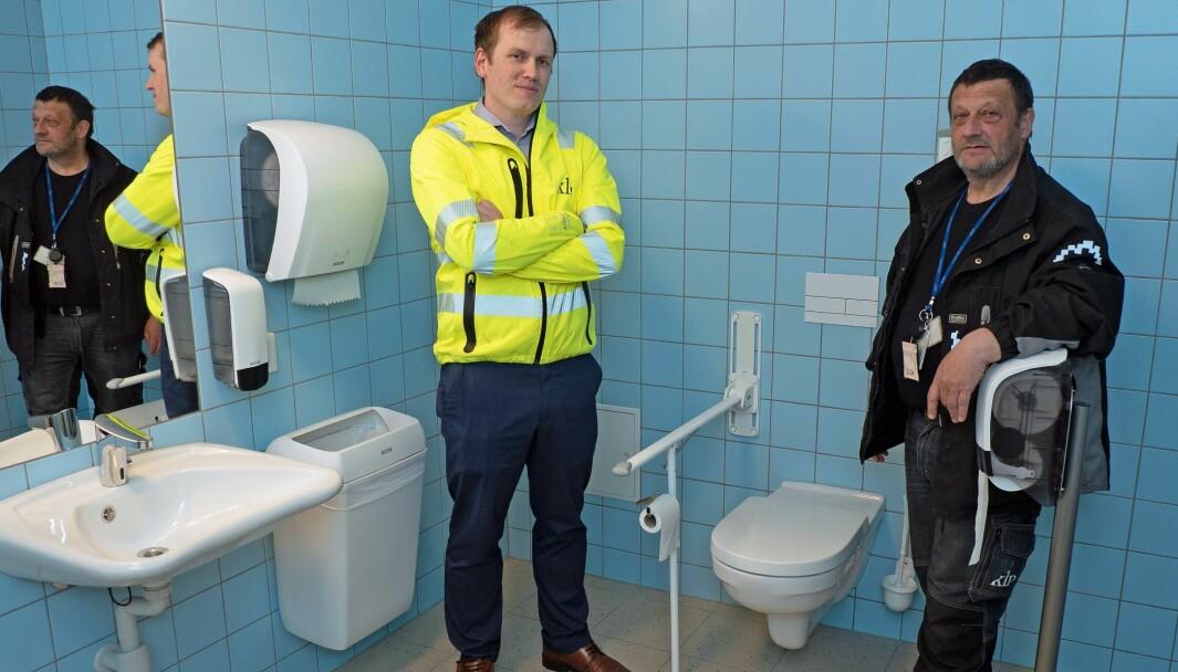 MÅLERE: Lasse Volden (til venstre) og Ole Aksel Frengen får full oversikt over hvor mye vann som brukes i hvert eneste tappepunkt.