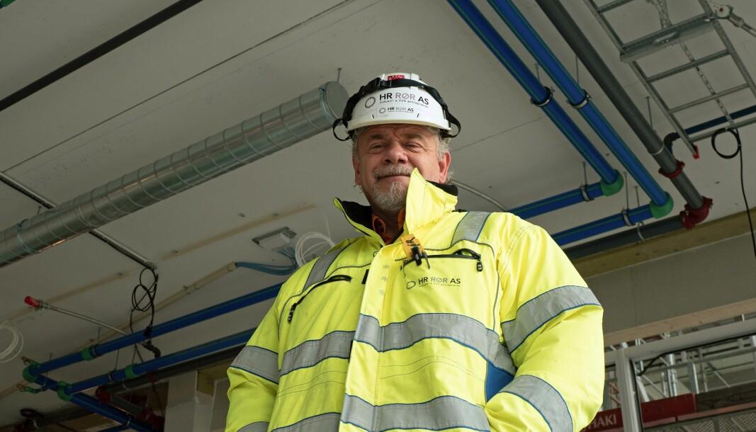 MILJØPLAST: Anders Henriksen og rørleggerne hans har vært gjennom mange av barnesykdommene med plastrør. Nå forbereder de seg på at kundene kommer til å be om plast.