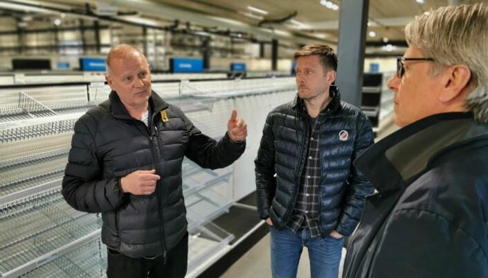 Click to add image KLART FOR VAREPÅFYLL: Terje Kjølås (salgssjef VVS), Olav Sandvik (selger VVS) og Morten Hartweg (regional salgssjef VVS) planlegger de siste detaljene før flyttelasset med varer kommer fra Tempe.