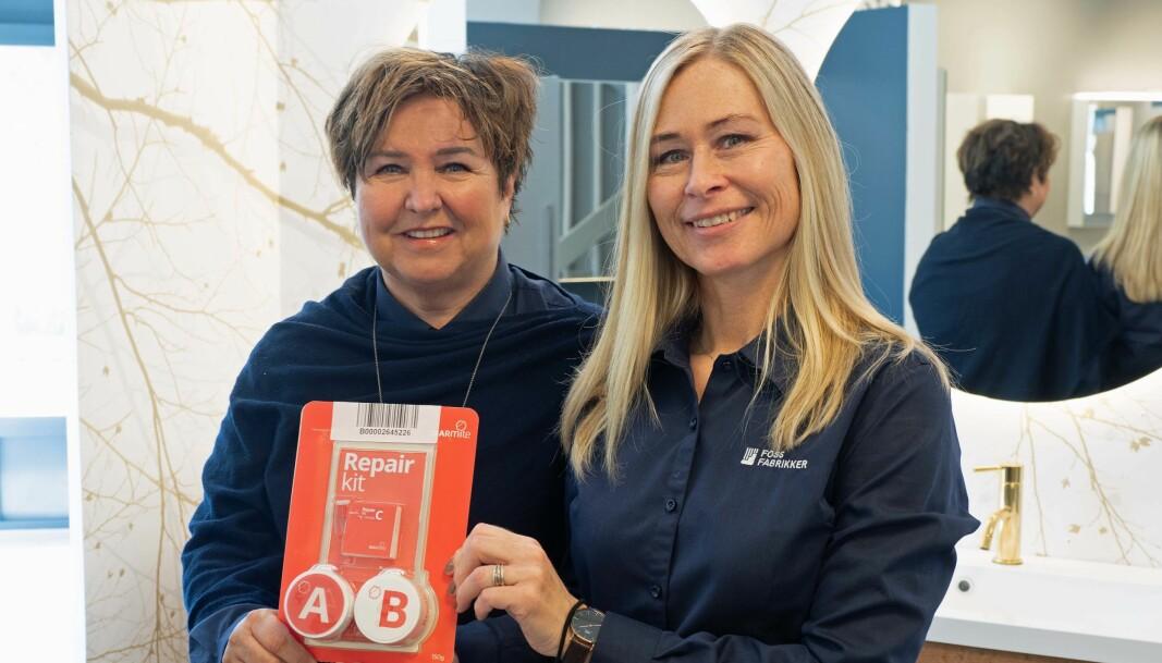 REPARERER: Reparasjonssettet er verdt å prøve ut – vi har gode erfaringer med å fjerne både fargesøl og hakk, sier Marit Rosåsen (til venstre) og Marianne Uldal Eriksen.