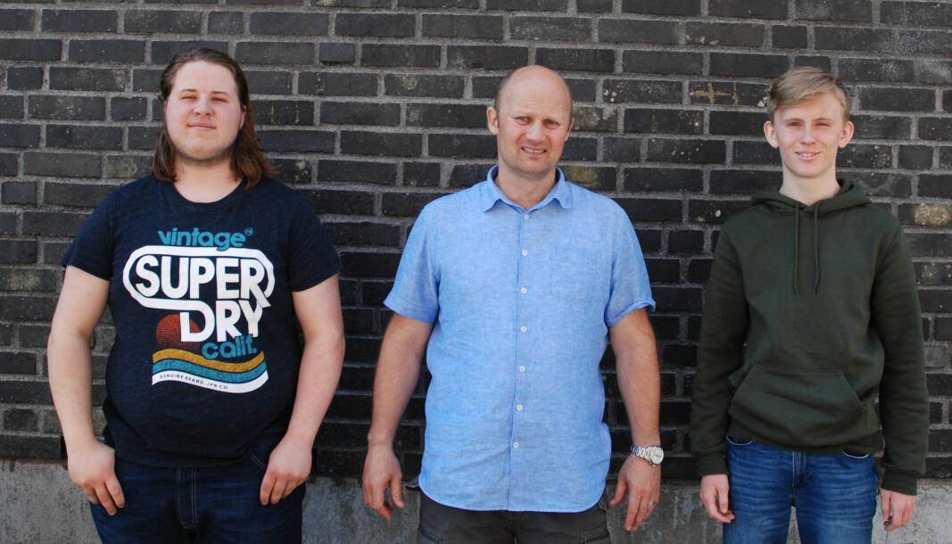 Jack Antonsen (midten) fortviler over at så flinke elever som Zakarias Løken (til venstre) og Magnus Nyhaug ennå ikke har lærekontrakt.