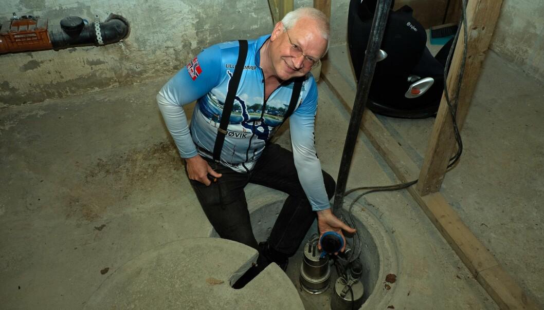 PUMPEKLAR: Før den ventede skadeflommen i Mjøsa i år skal Geir Sivertzen bytte til større pumpe i kjelleren.