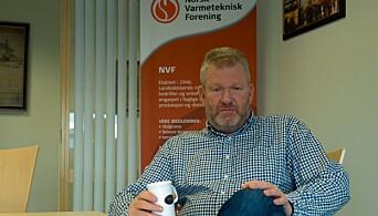 KRITISERER: Geir Jansen reagerer på at det ikke er klart hvem i kommunene som har ansvaret for å følge opp fyringsoljeforbudet, mer enn et halvt år etter at det ble innført.