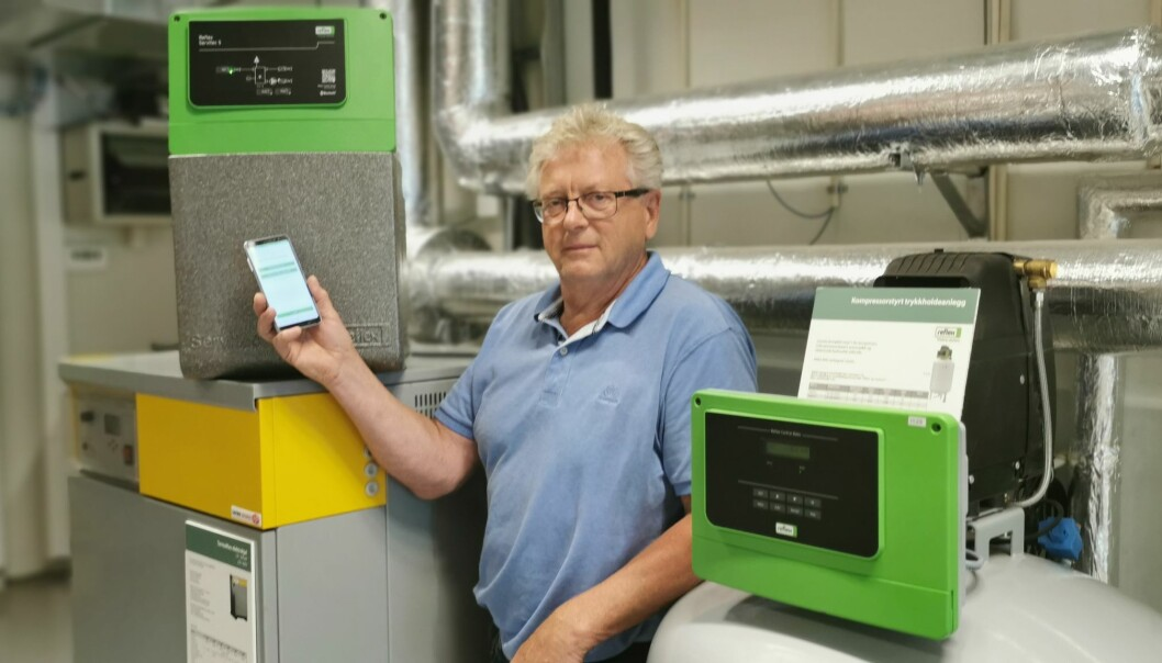 Øyvind Sønstebø fra SGP Armatec presenterer vakuumavgasseren Servitec S som kan styres med appen Reflex Control Smart.