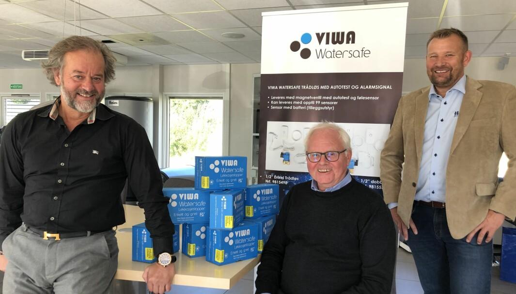 SAMMEN: Høiax-direktør Thomas Buskoven (til venstre), Viggo Wahl Pedersen og kommersiell direktør i Høiax, Hans Reinholt Wernersen.