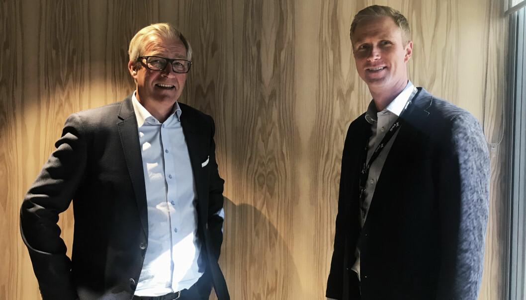 Nicolai Dirdal, tidligere styreleder i Energibygg AS (til venstre), sammen med Dag Vidar Kvernbråten, regiondirektør i Region Oslo Service i Bravida Norge (til høyre), ved overtakelsen av virksomheten.
