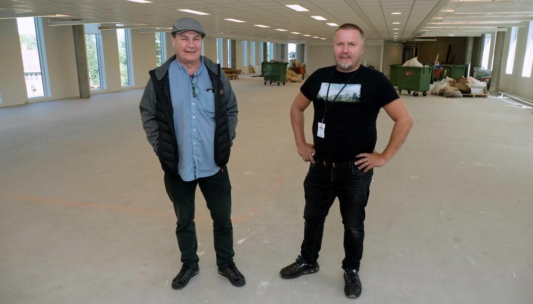 OMINNREDER: Lyngården gjør lokaler klare for en ny leietager, viser Snorre Almås (til venstre) og Thomas Rise Refsnes.