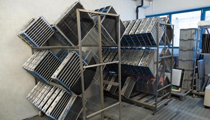 VASKERI: Elektrostatfiltrene byttes ut hos kundene, hentes inn for å vaskes og brukes på nytt.
