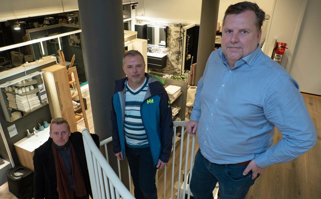 NY RUNDE: De går en ny runde – på trygg koronaavstand – for å se om det går an å berge butikken. komitéleder i Oslo kommune, Øystein Sundelin ( til venstre), Morten N. Bakke og Kenneth Skogsrud etter møtet mandag kveld .