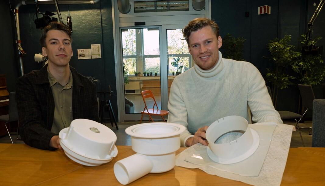 FEILFRITT: Stian Kvaran Bongard (til venstre) og Henning Philip Patricksson har grunnlagt Slidedrain for å fjerne mulighetene for monteringsfeil og vannskader fra sluket.