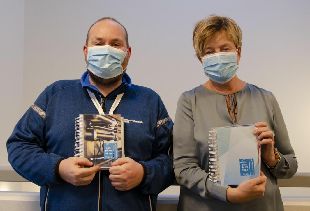FORNØYDE: Martin Andersen har ansvaret for fagdelen av Rørhåndboka, og Anne Lise Ihle for info-delen.