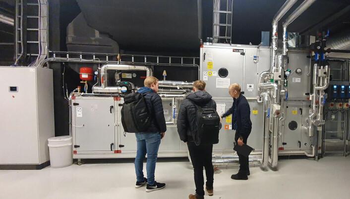 """Studietur: Fra befaringen i det """"nye"""" MH2-bygget på campus Breivika i Tromsø."""