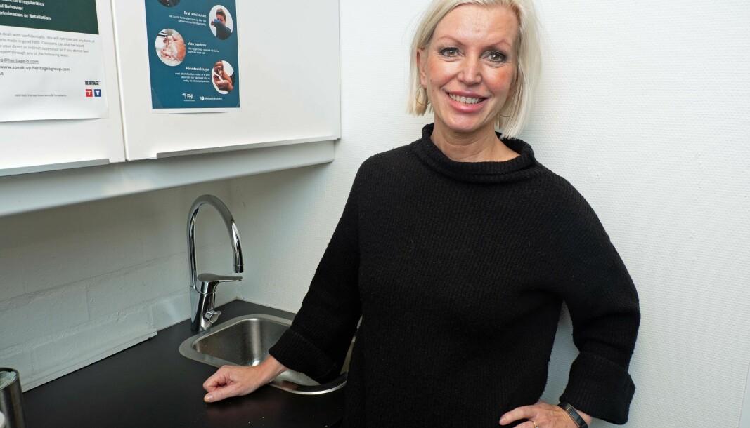 STÅL: Marit R. Hammer og Intra leverer stål til både kjøkken og bad.
