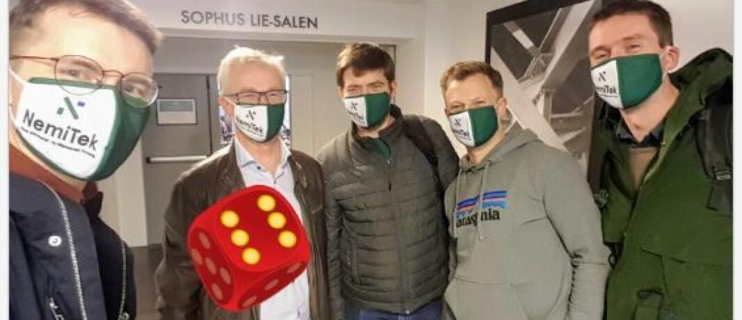 FORNØYDE: Mads Mysen (nummer to fra venstre) takkes av kursdeltakerne (fra venstre) Martin McGloin, Arne Pihl Bordi, Erlend Bolle og Per Magne Helseth.