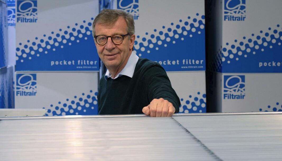 STANDARD: Ristene kommer i forskjellige klasser både for vannutskilling, trykkfall og innbruddssikkerhet, peker Bjørn Gundersen på.