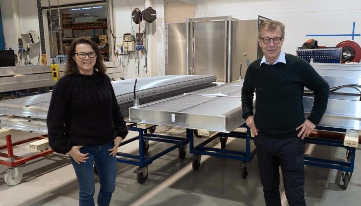 PRODUSERER: Daglig leder Kristine Degnes, salgssjef Bjørn Gundersen og kollegene produserer ristene i Rakkestad.